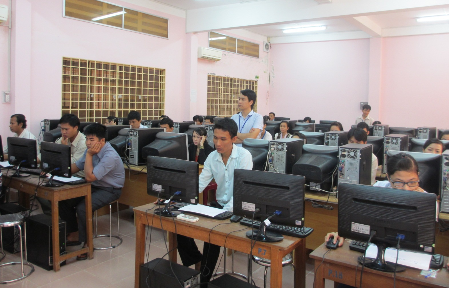 Computer – based recruitment exam improves quality of civil servants in Vinh Long province