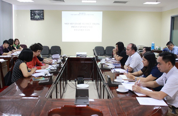 "Seminar with French experts on ""Regulations and status-quo on decentralization of state management in Vietnam at present"""